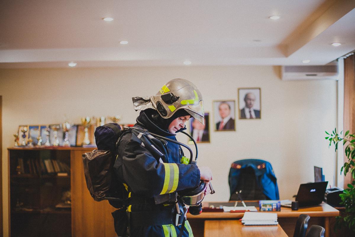 Что делает пожарный